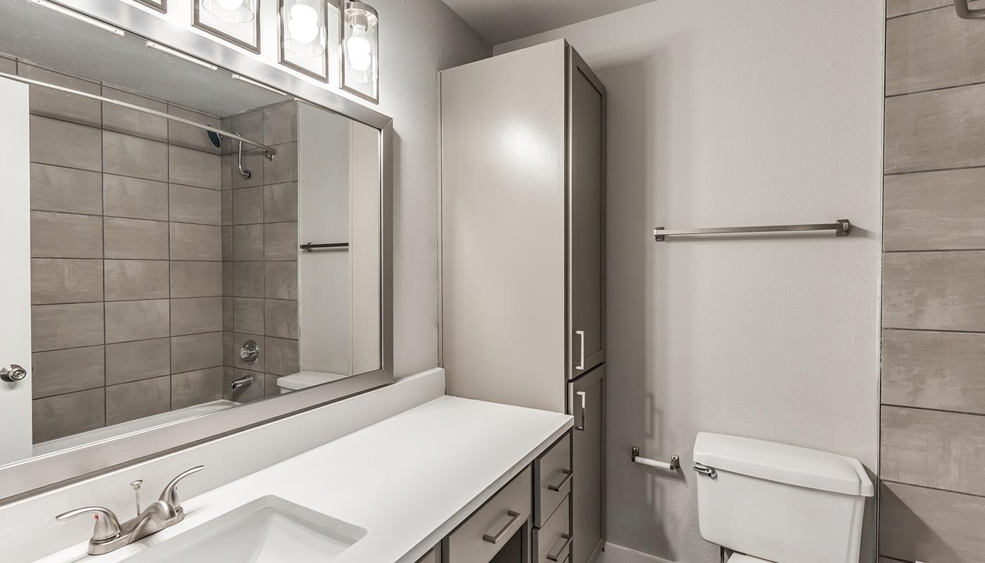 Palomar Bathroom